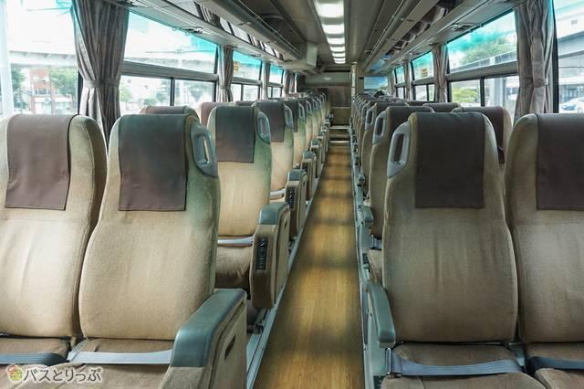 4列シート(38席)