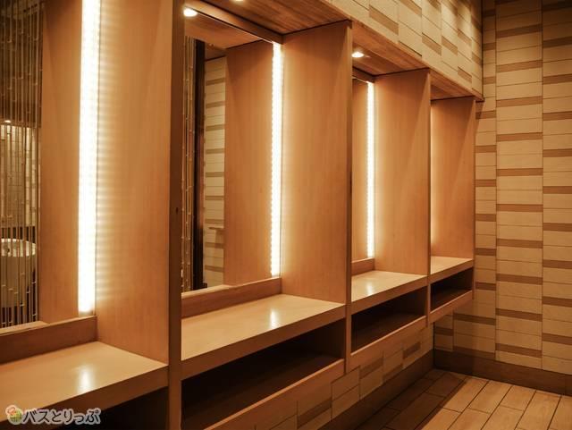 エキマルシェパウダールーム 鏡
