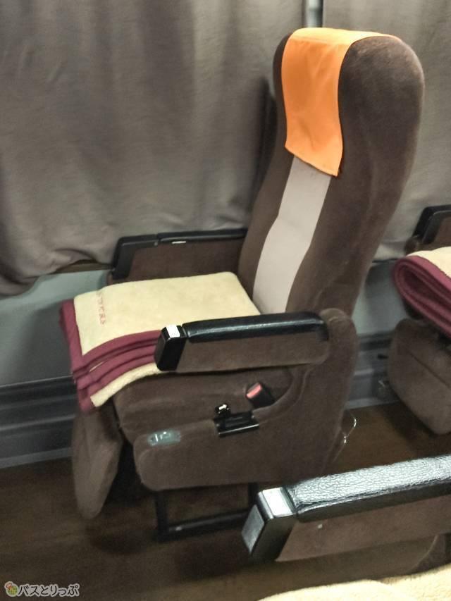 いすの上には、暖かそうなブランケットが1枚