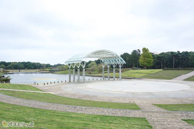ROCK IN JAPAN FESTIVALでは「LAKE STAGE」として使用される。正式名称「水のステージ」と「西池」