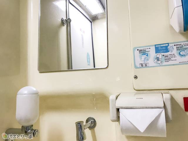 鏡・水道・トイレットペーパーなど最低限の設備は整っています