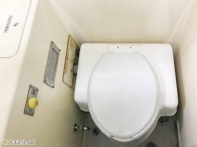 トイレ内は最小限のスペース