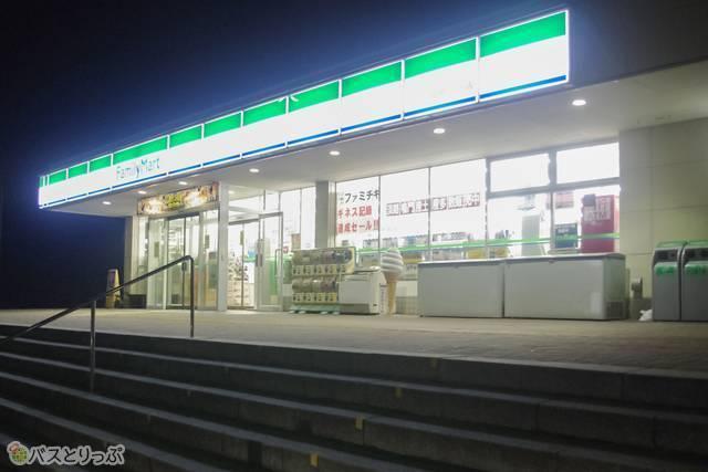 兵庫県の室津PA。ファミリーマートがある。