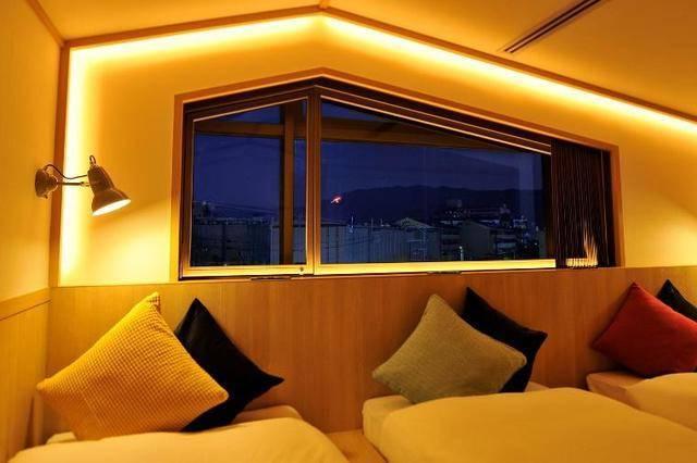 窓からの眺め。鴨川が眺められるお部屋もあり