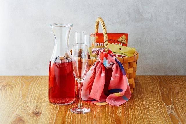 夜ピクニックセットはワインとスナック。お部屋での女子飲みに
