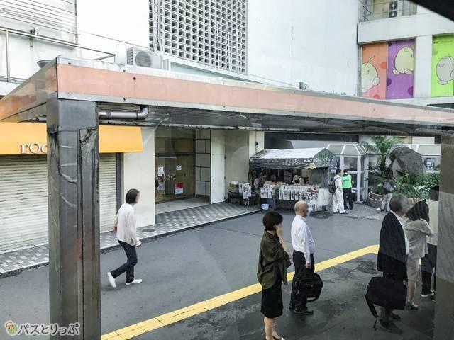 渋谷発羽田空港行きのリムジンバスが停車する渋谷駅西口31番のりば(モヤイ像前)