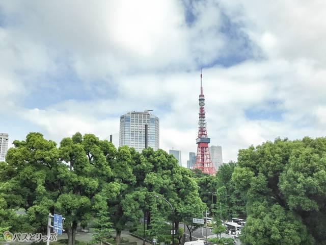 渋谷発羽田空港行きのリムジンバスから見た東京タワー