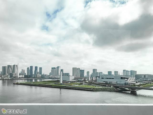 渋谷発羽田空港行きのリムジンバスから見た勝どき・豊洲市場
