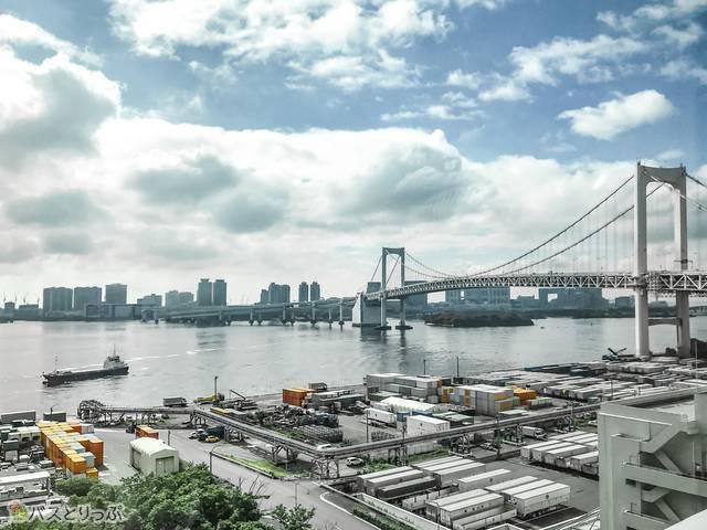 渋谷発羽田空港行きのリムジンバスから見たレインボーブリッジ