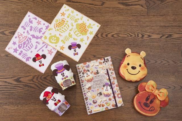 ミニタオルセット 1,500円/ノート 700円/ポーチ 各1,500円(c)Disney