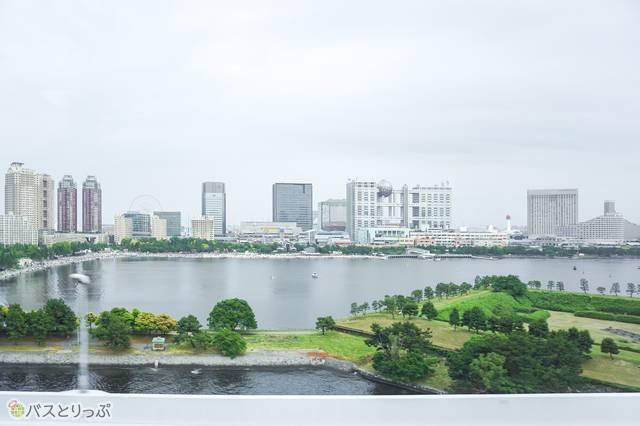 羽田空港発・渋谷行きのリムジンバスから見たお台場・フジテレビ社屋