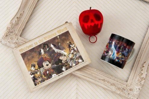 ポーチ 1,200円/光る毒リンゴ 1,600円/マグ 1,500円(c)Disney
