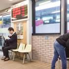 バスのりばの待合室。