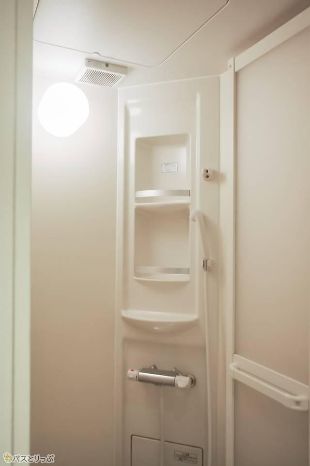 シャワールームは男女各1室ある。
