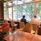 2Fは終日禁煙席。椅子は色々あり、座り心地で選ぶのもOK
