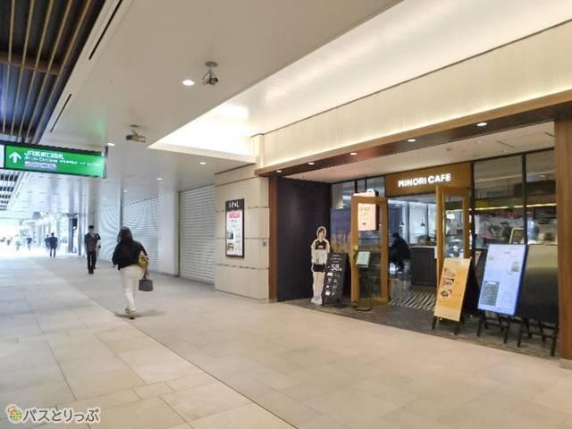 お店は仙台駅2Fの東西自由道路のほぼ真ん中