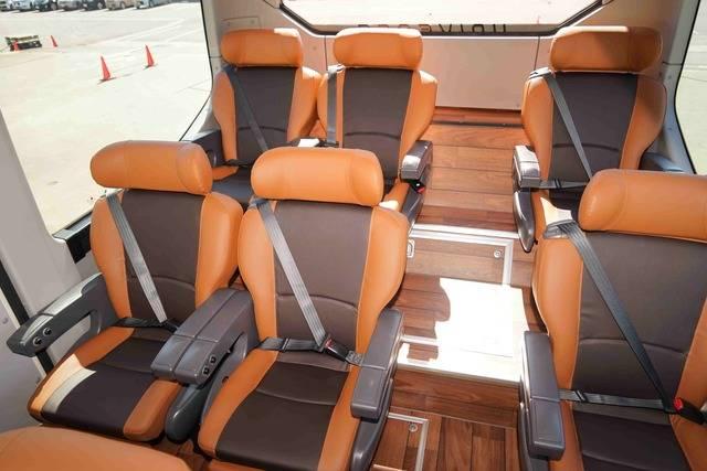 試乗車のシートは2×1配置で高い居住性を誇る