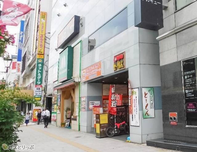仙台駅から青葉通りに入り、1つめの角を曲がると看板が見えます