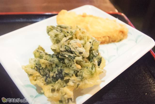 さつまいもと鳴門わかめの天ぷら。名物がリーズナブルに食べられて満足!