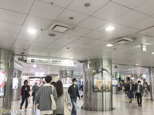 都営大江戸線・新宿線、京王線の「京王新線口」改札前