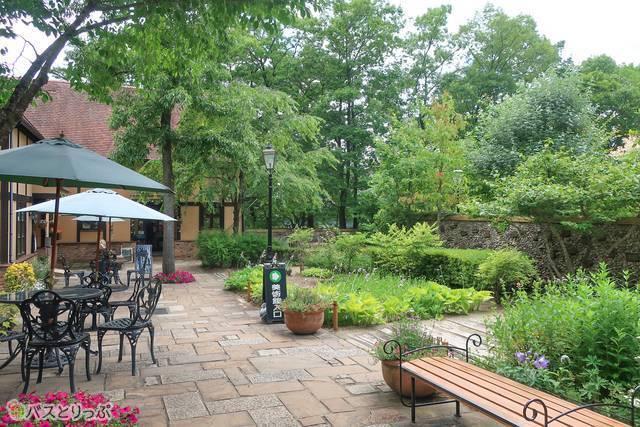 緑に囲まれた敷地内は心地よい雰囲気