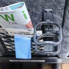 ドリンクホルダー横の座席ポケットには、フリーペーパーのほか、Wi-Fiの接続方法などが記された冊子も。