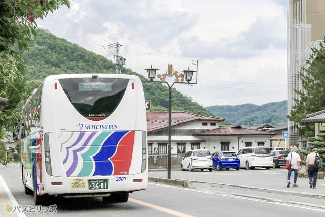 バス下車後に名鉄バスを見送りました