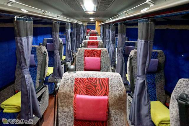 独立型3列シートを採用したゆとりの座席空間