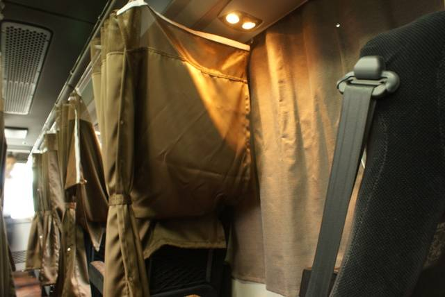 前席との間仕切りカーテン