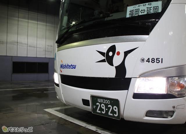 乗車改札中の西鉄バス「ごかせ号」