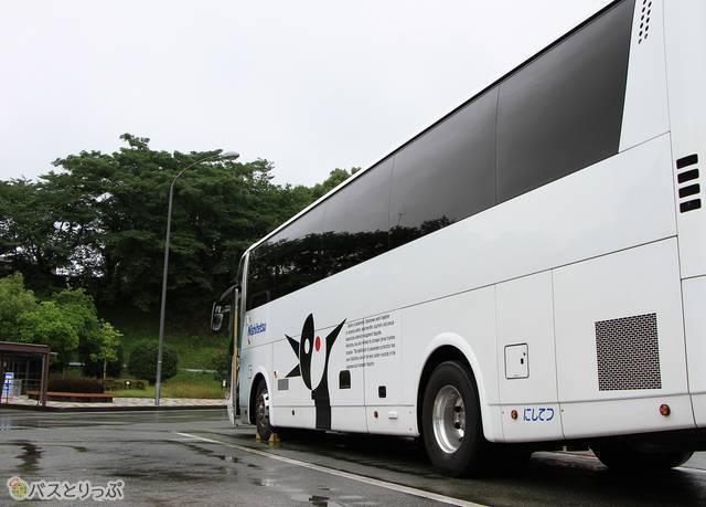 緑川サービスエリアにて停車中の西鉄バス「ごかせ号」