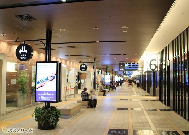 西鉄電車との乗り換えに便利な西鉄天神高速バスターミナル