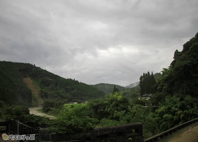 松橋から先は一面のどかな風景が広がる