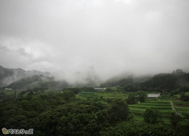 高千穂から先の風景。幻想的な風景が一面に広がる