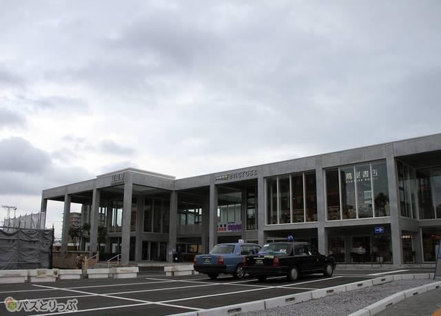 JR延岡駅と複合施設「エンクロス」