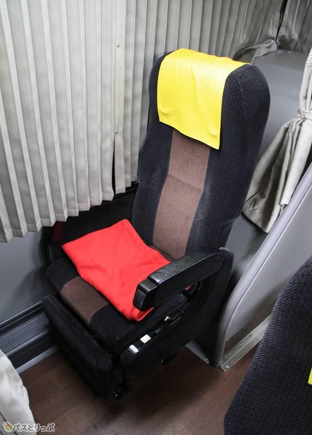 「萩エクスプレス」のシート。レッグレスト・フットレスト(足置き台)も装備する