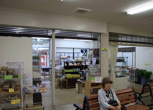萩市中心部に位置する交通の要所「萩バスセンター」