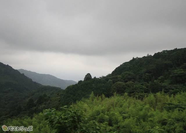 山口~萩間は一部山間の道路を走行する