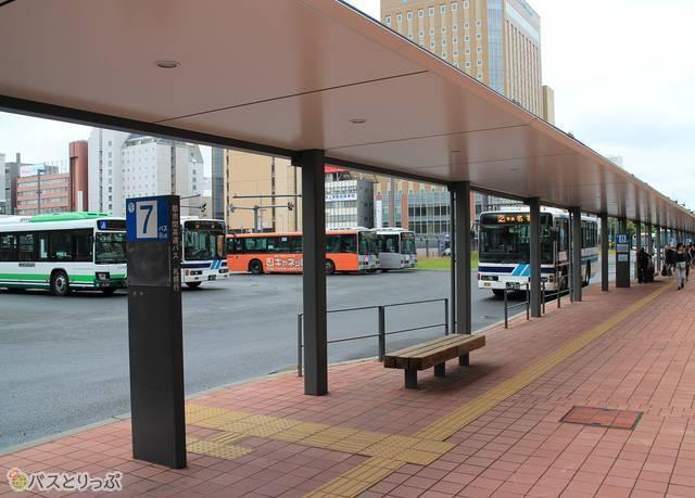 「Tsuruha Bldg.旭川駅前」の目の前が旭川駅前7~9番のりば