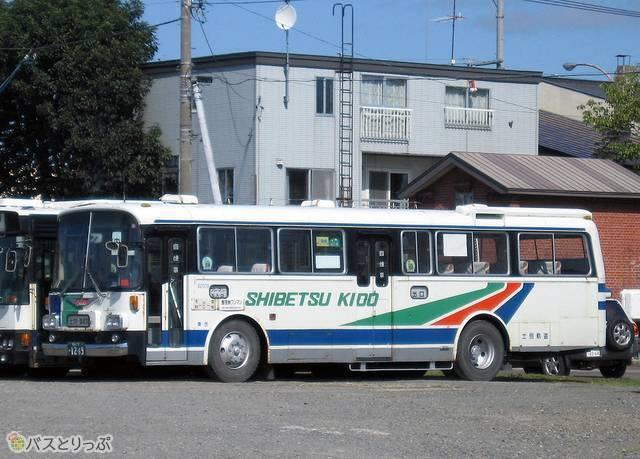 復刻塗装変更前の士別軌道の「モノコックバス」
