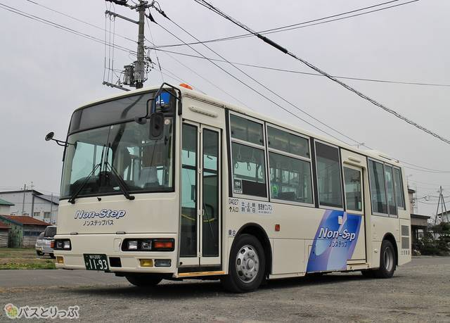 士別軌道の路線バス。乗り降りしやすい「ノンステップバス」も活躍している。