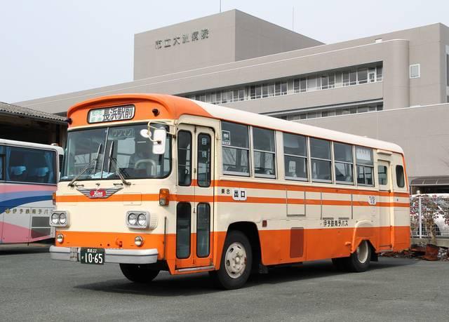 伊予鉄南予バスの「モノコックバス」