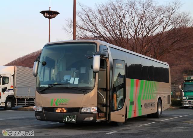佐野サービスエリアに停車中のバス
