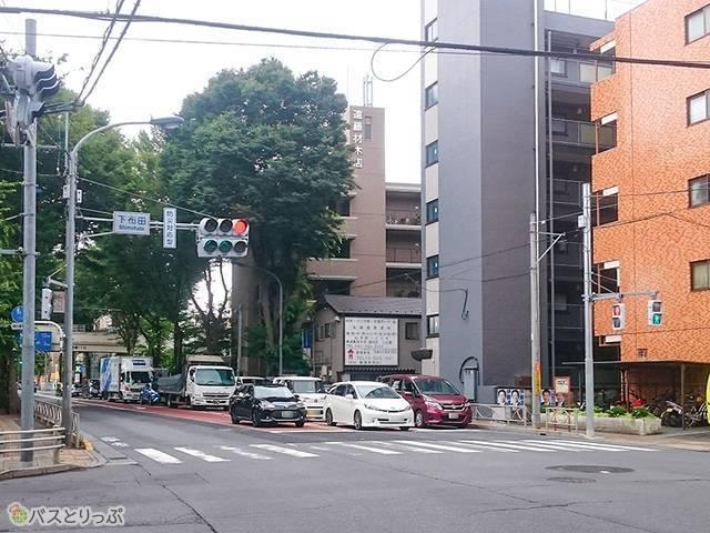 深大寺BT 下布田交差点を左折(調布駅から約1,020m)