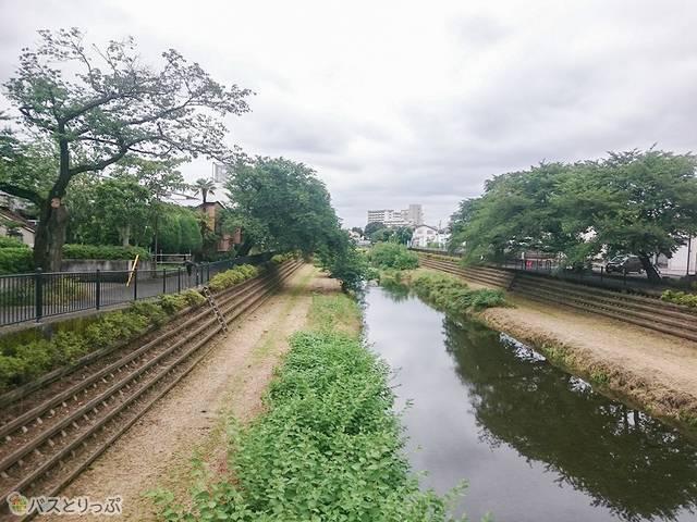 深大寺BT 榎橋を渡る(調布駅から約1,700m)