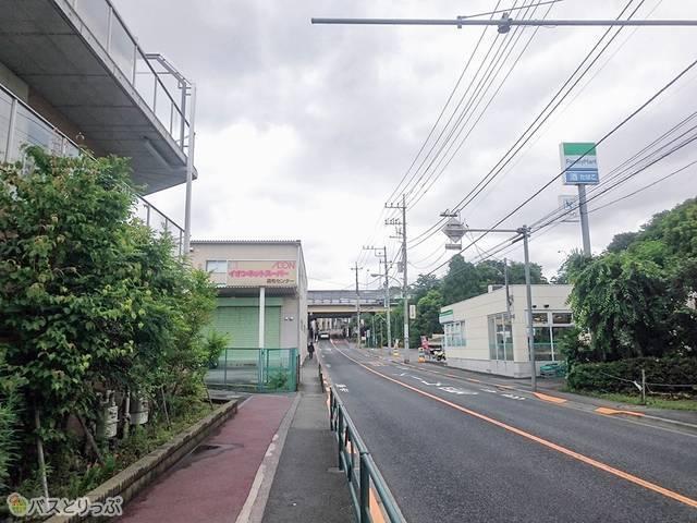 深大寺BT 正面に中央道高架が見える(調布駅から約2,060m)