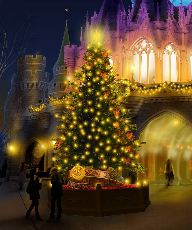 シンデレラ城の裏のクリスマスツリー