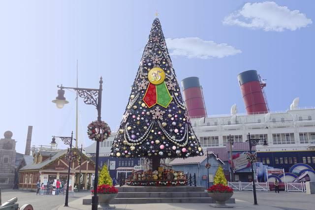 アメリカンウォーターフロントのクリスマスツリー(c)Disney