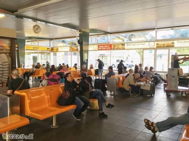 ベルリン セントラルバスステーション待合室