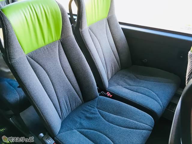 テーマカラーの黄緑色が配色されたシート